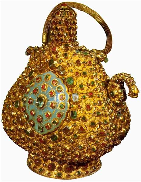 Кувшин с медальонами