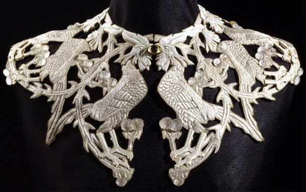 Р.Ж.Лалик. Воротник
